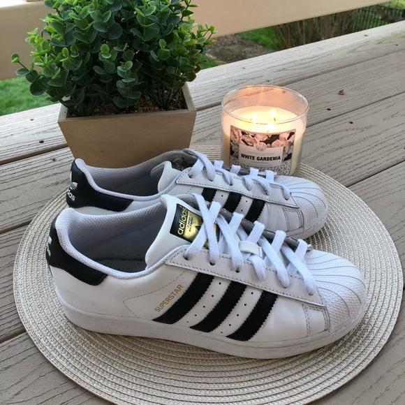 le adidas superstar poshmark bianco e nero